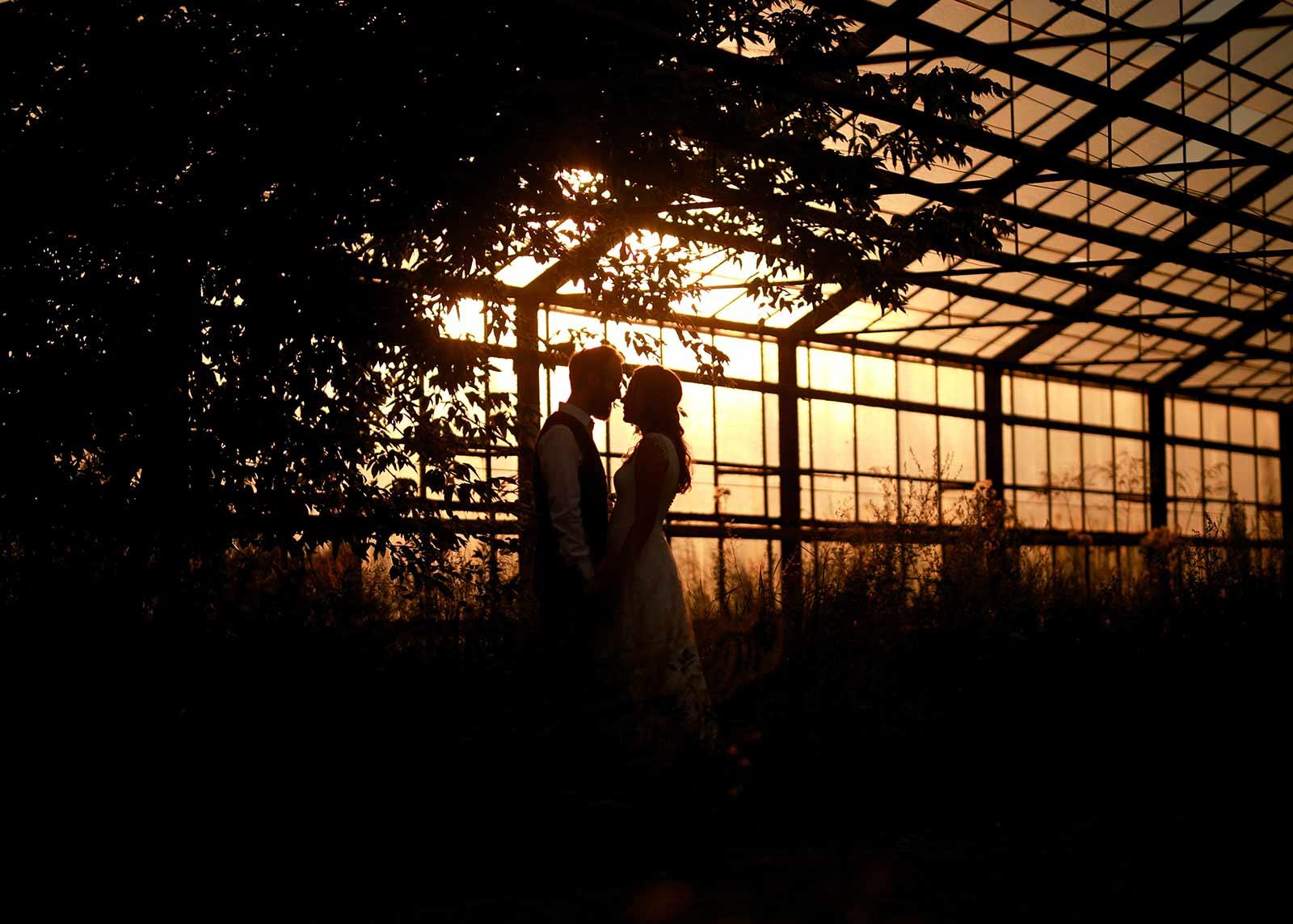 plener ślubny w starej szklarni